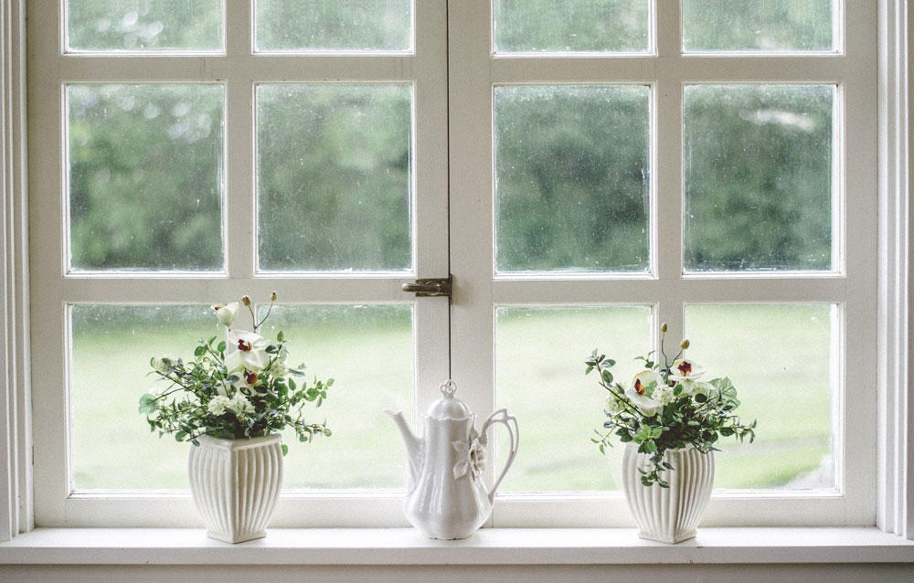 Cum vopsesc ferestrele din lemn în 4 pași simpli?